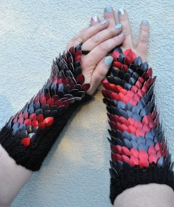 Dragonscale Knitted Wristwarmer/Gauntlets in Red & Black